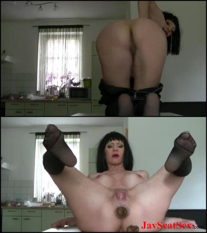 Hot Nude Photos amateur shitting pics